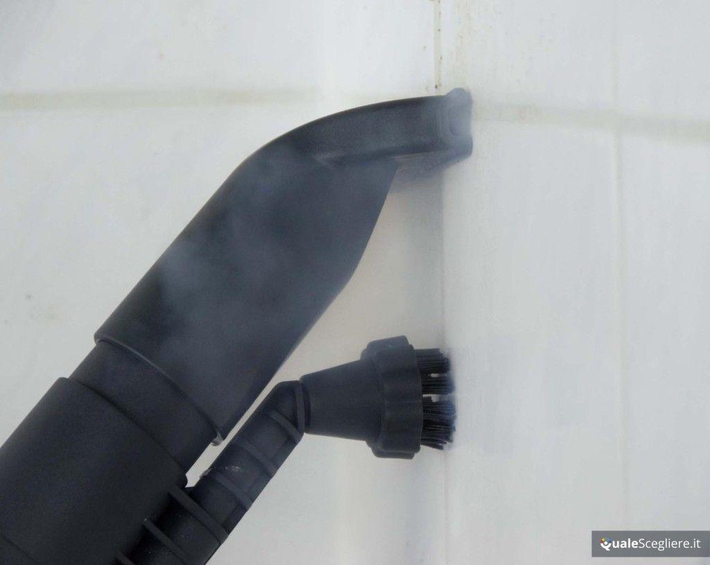 Polti Unico MCV85 Total Clean & Turbo vapore e aspirazione su piastrelle