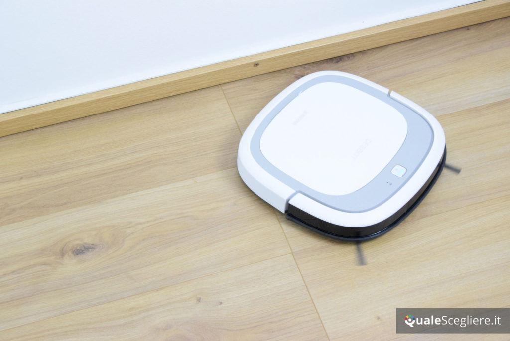 Ecovacs Robotics Deebot Slim2 robot in funzione