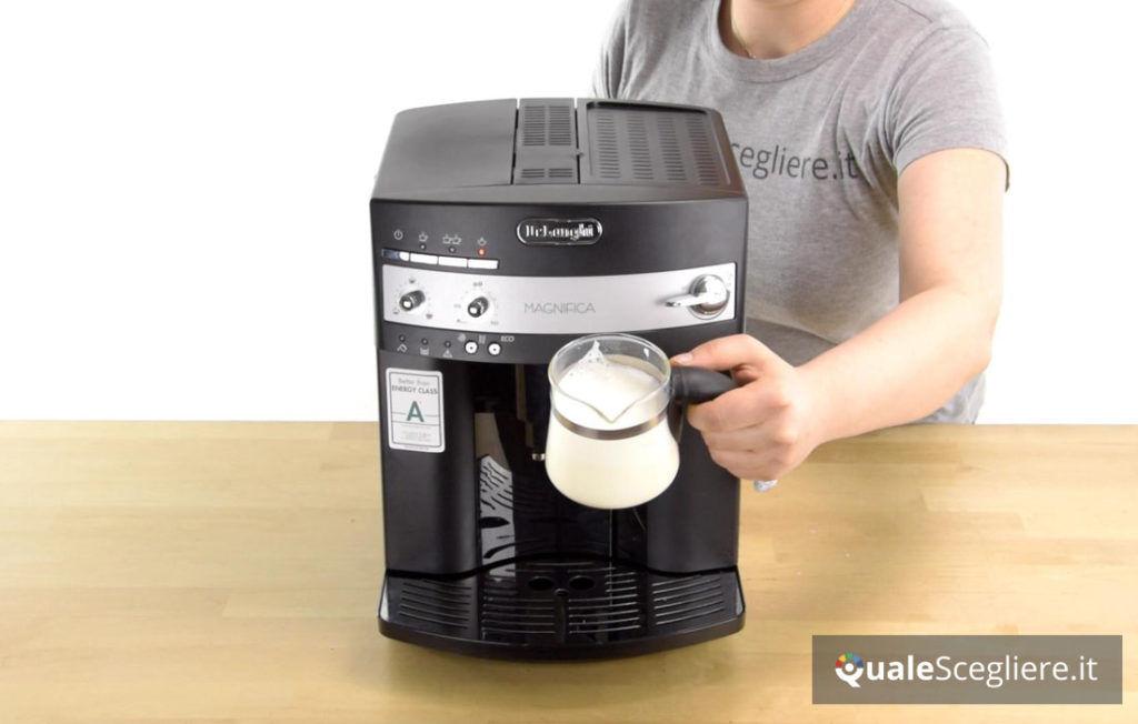 De'Longhi Magnifica ESAM 3000 schiuma di latte