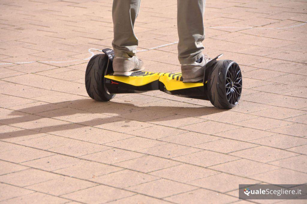 Twodots Glyboard Corse Lamborghini prova pratica da dietro