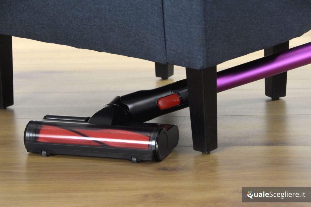 Samsung Powerstick Essential VS8000 pulizia sotto poltrona