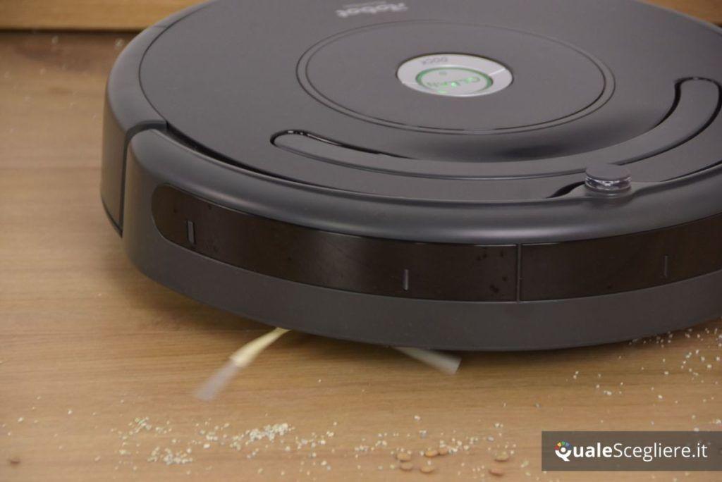 iRobot Roomba 671 in azione